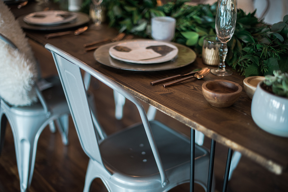 tablescapes - photo by Kristen Weaver Photography http://ruffledblog.com/modern-organic-wedding-inspiration-with-greenery