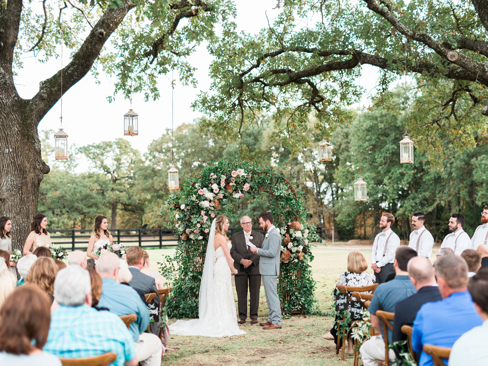 garden wedding ceremonies - photo by Elisabeth Carol Photography http://ruffledblog.com/picturesque-garden-wedding-at-white-sparrow-barn