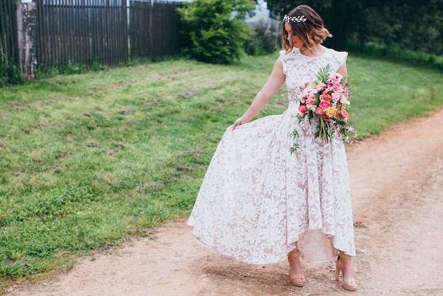 High-low hem wedding dress | Katie Hillary Photography