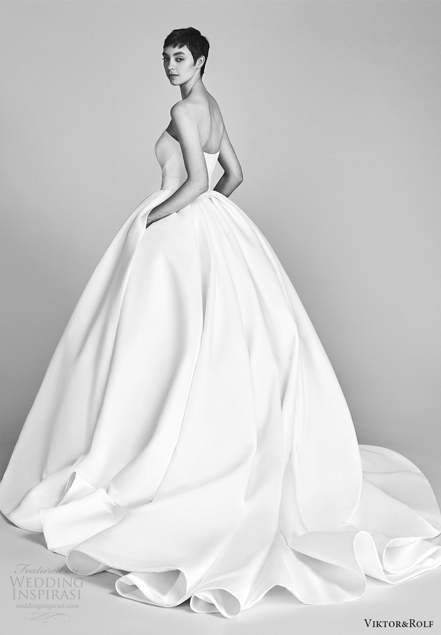 viktor and rolf spring 2018 bridal strapless sweetheart bow waist ball gown wedding dress (9) bv pocket train romantic modern