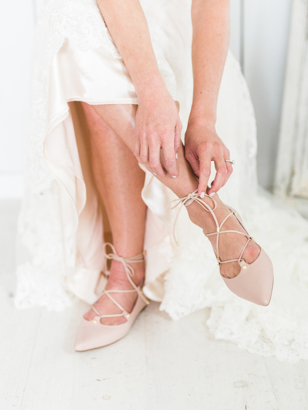 wedding shoes - photo by Elisabeth Carol Photography http://ruffledblog.com/picturesque-garden-wedding-at-white-sparrow-barn