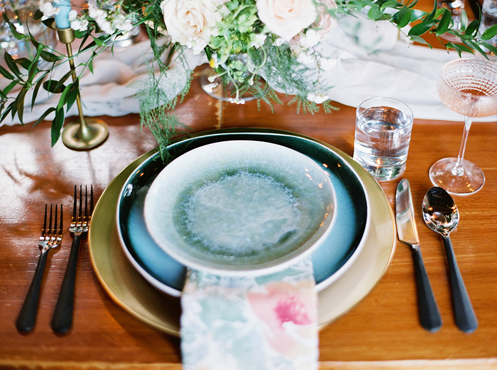place settings - photo by Photos by Heart http://ruffledblog.com/downtown-birmingham-spring-wedding-inspiration