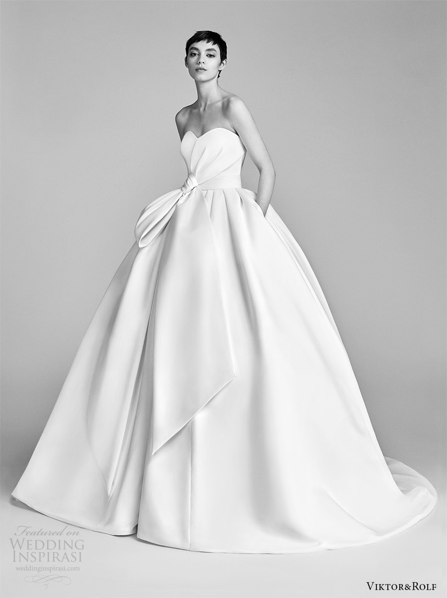 viktor and rolf spring 2018 bridal strapless sweetheart bow waist ball gown wedding dress (9) mv pocket train romantic modern