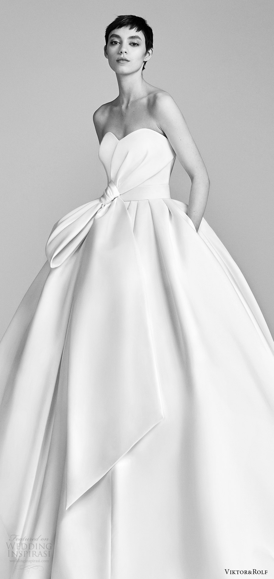 viktor and rolf spring 2018 bridal strapless sweetheart bow waist ball gown wedding dress (9) zv pocket train romantic modern