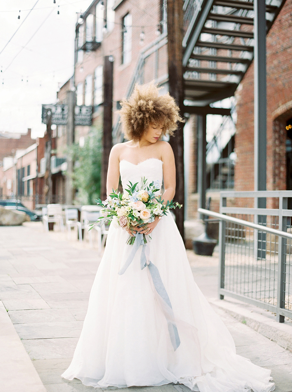 wedding photography - photo by Photos by Heart http://ruffledblog.com/downtown-birmingham-spring-wedding-inspiration