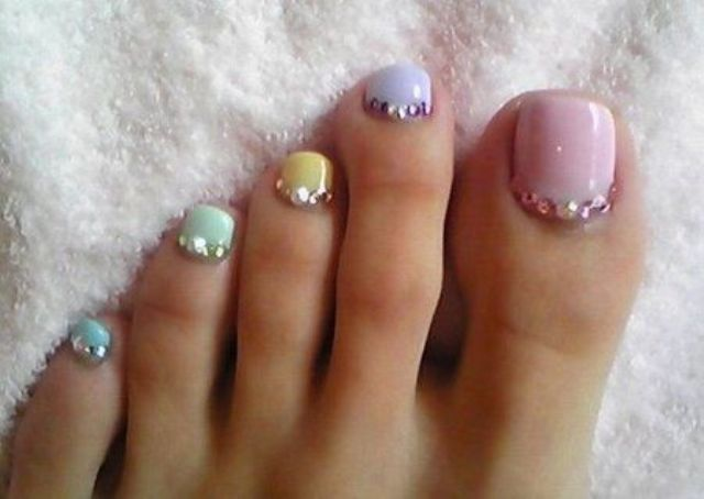 tender pastel toe nails with sparkling beads