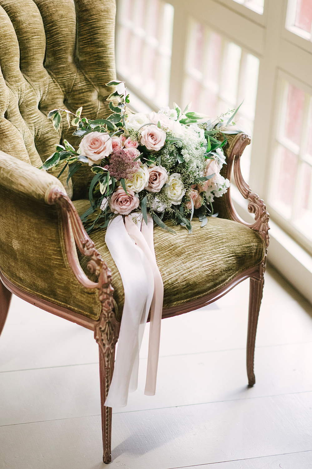 wedding flowers - photo by Alicia King Photography http://ruffledblog.com/upstate-new-york-wedding-ideas-with-copper