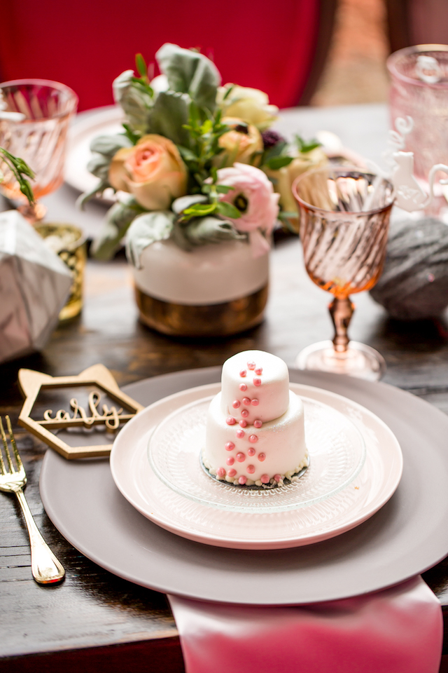 Mini cakes | Kristopher Lindsay Photography + Milk Glass Productions