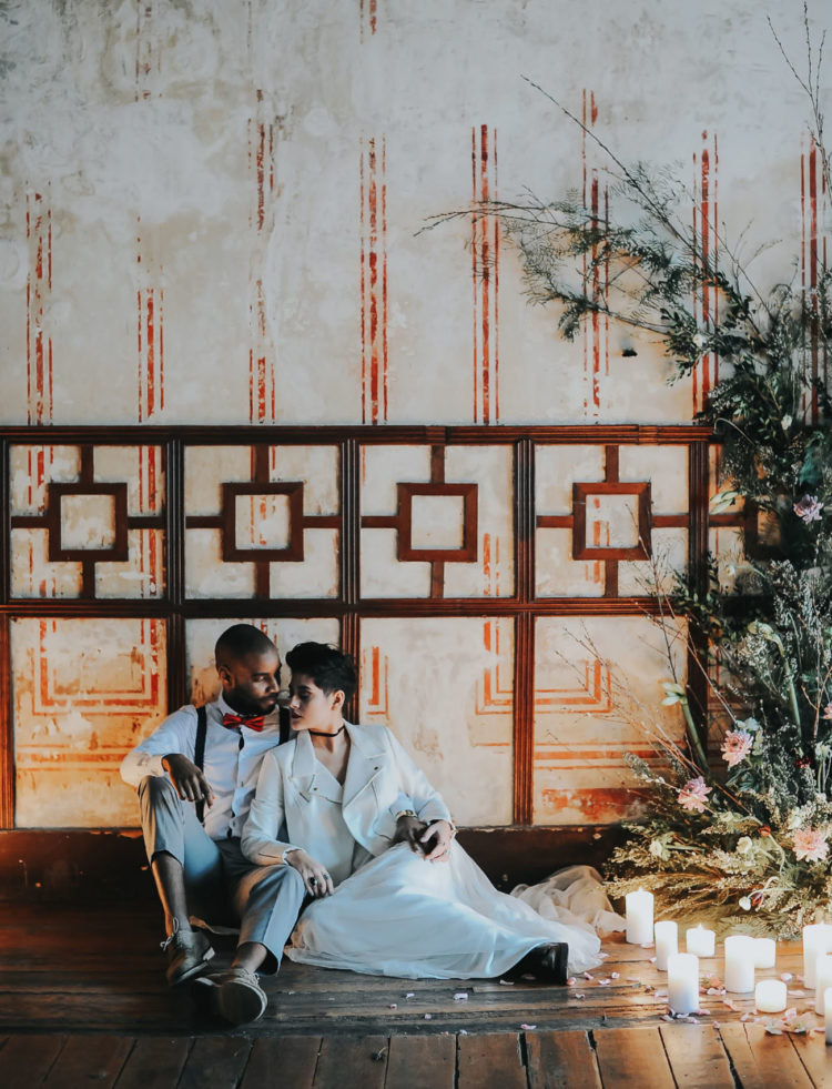 This edgy wedding shoot took place in Portugal, and it's full of gorgeous a bit rough but chic details, which ideal for a couple who wants something different