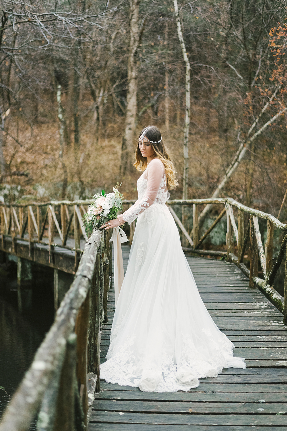 bohemian brides - photo by Alicia King Photography http://ruffledblog.com/upstate-new-york-wedding-ideas-with-copper