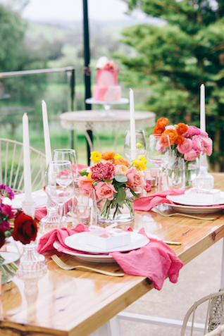 Colorful springtime tablescape | Katie Hillary Photography