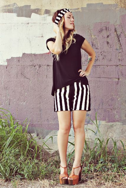 With black loose shirt, platform sandals and striped headband