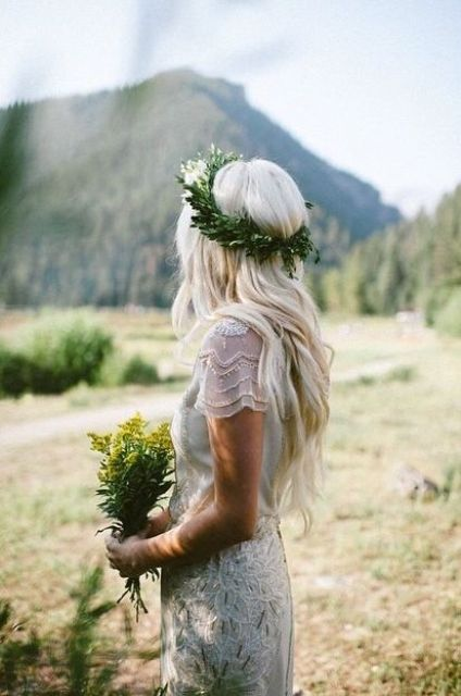 a fern crown will be a great idea to avoid a dull flower look