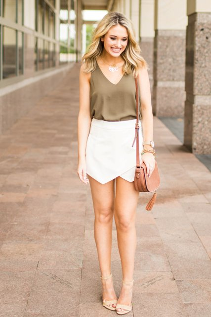 With top, brown bag and nude heels