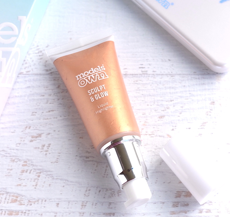 This rose gold liquid highlighter is the perfect pick to get a dewy, luminous glow that's not the least bit sparkly or glittery! Strobing made easy!