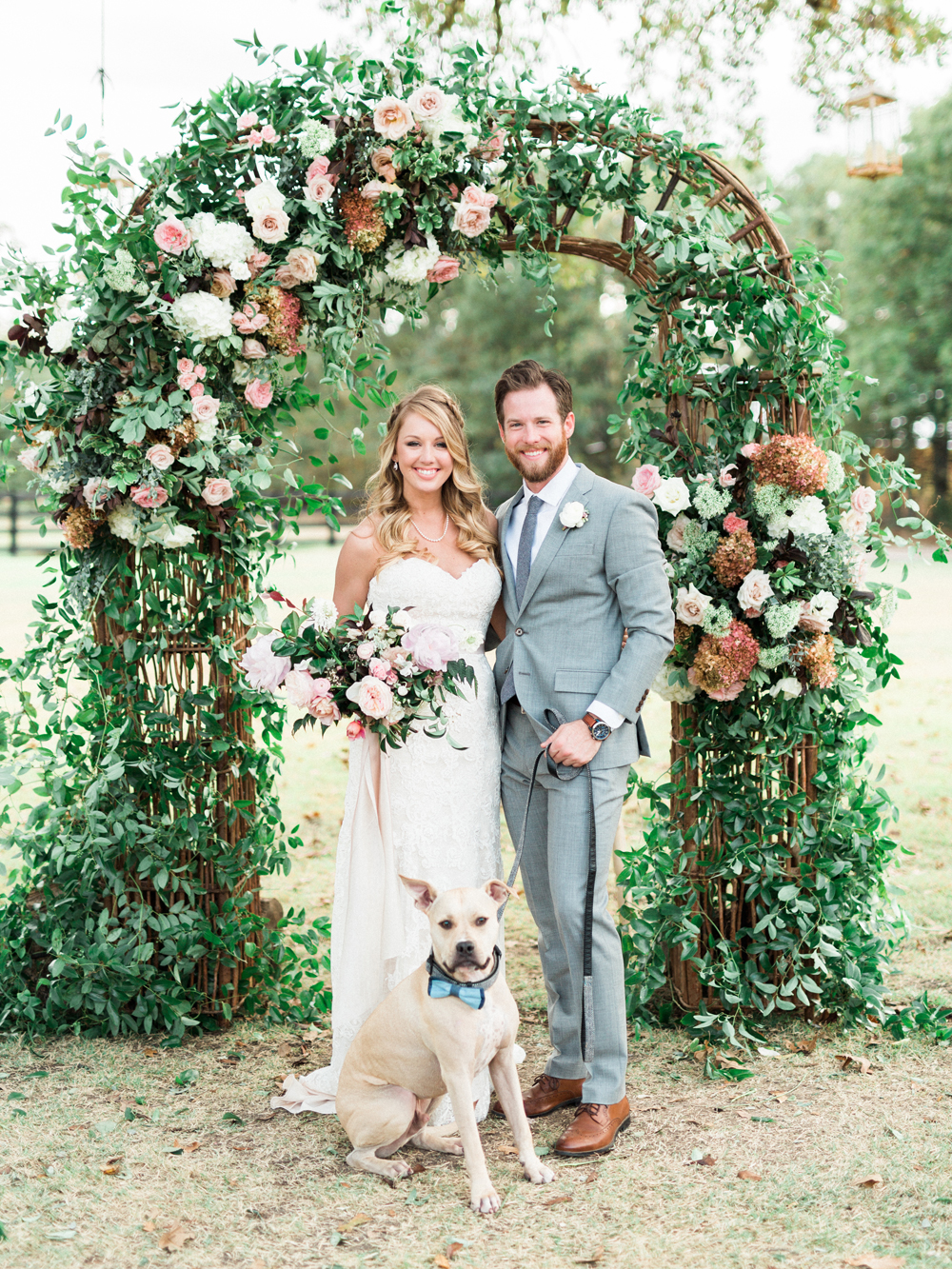 Picturesque Garden Wedding at White Sparrow Barn - photo by Elisabeth Carol Photography http://ruffledblog.com/picturesque-garden-wedding-at-white-sparrow-barn
