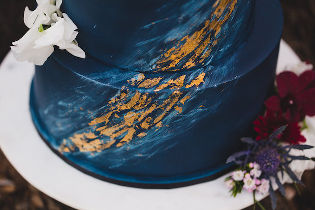 Dark blue wedding cake with gold details | Just For Love Photography