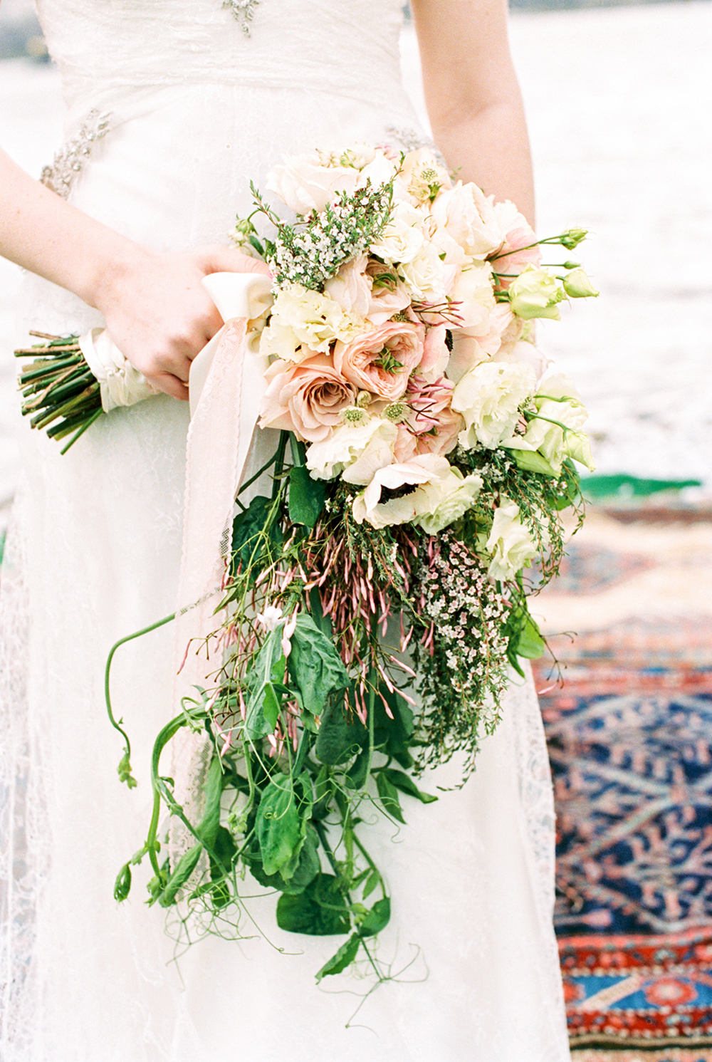 romantic wedding bouquets - photo by Alexis June Weddings http://ruffledblog.com/for-the-love-of-copper-wedding-inspiration