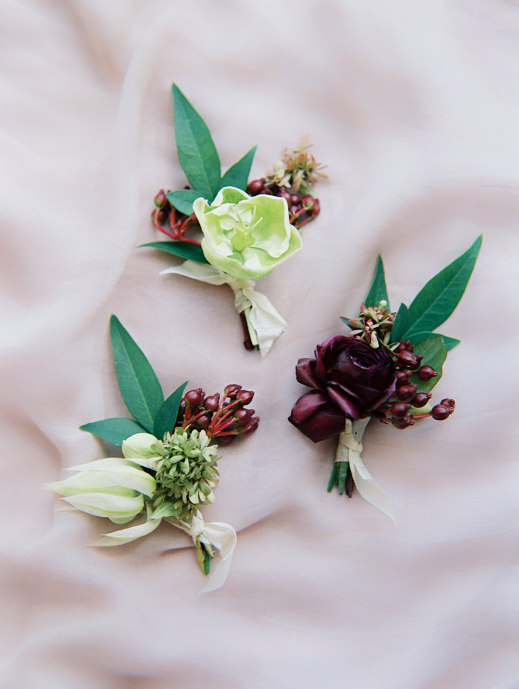fall wedding boutonnieres - photo by Bethany Erin Photography http://ruffledblog.com/modern-meets-rustic-wedding-in-dallas