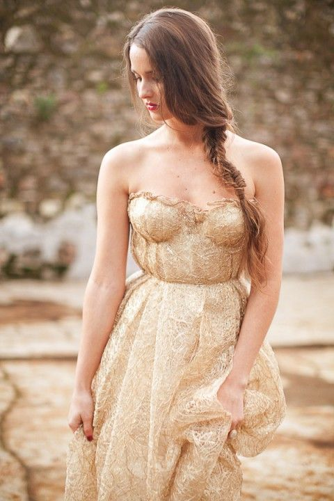 strapless gold wedding dress looks refined and very chic