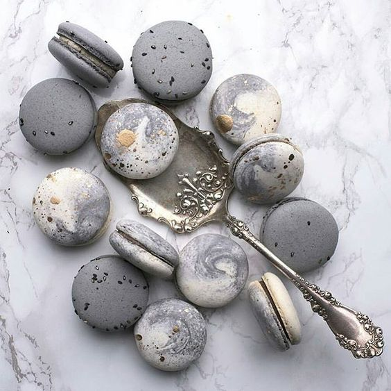 grey and marble macarons will fit your dessert table perfectly