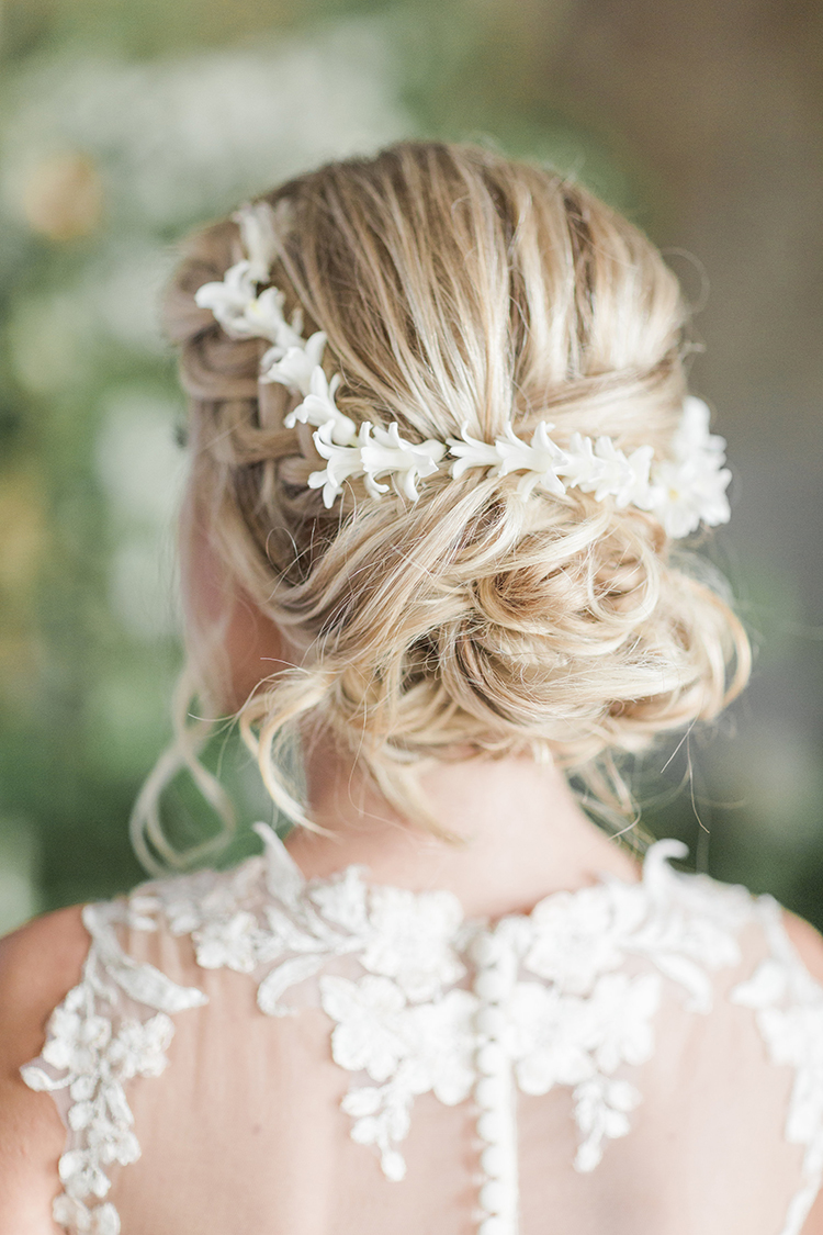 small flowers in hair - photo by Chloe Luka Photography http://ruffledblog.com/vintage-bohemia-wedding-ideas-with-statement-floral-arrangements