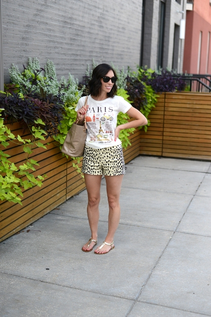 With printed t-shirt, metallic shoes and beige bag