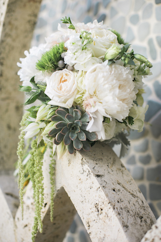 Bridal bouquet with succulents |Leslie Hollingsworth Photography