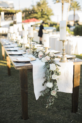 Farm table wedding reception | Leslie Hollingsworth Photography