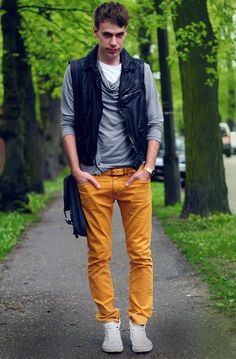 how to wear yellow pants for men (17)
