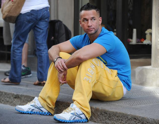 how to wear yellow pants for men (21)