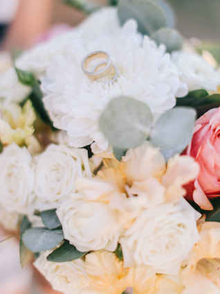 Rings on a bridal bouquet | Alexander and Marina Santi
