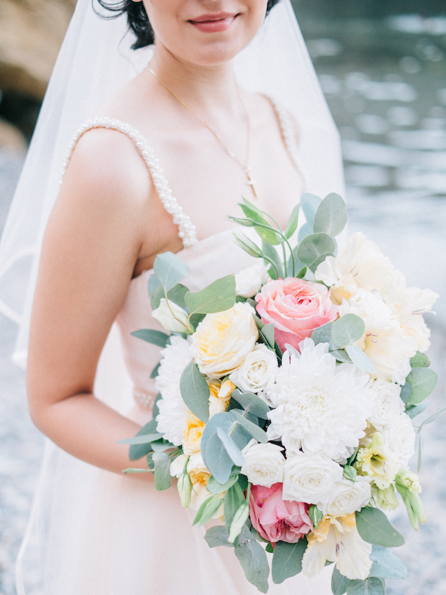 Pink and light yellow bridal bouquet | Alexander and Marina Santi