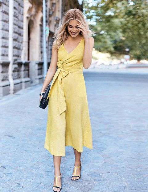 yellow midi dress with a V-neckline and a bow on the side, yellow and black shoes