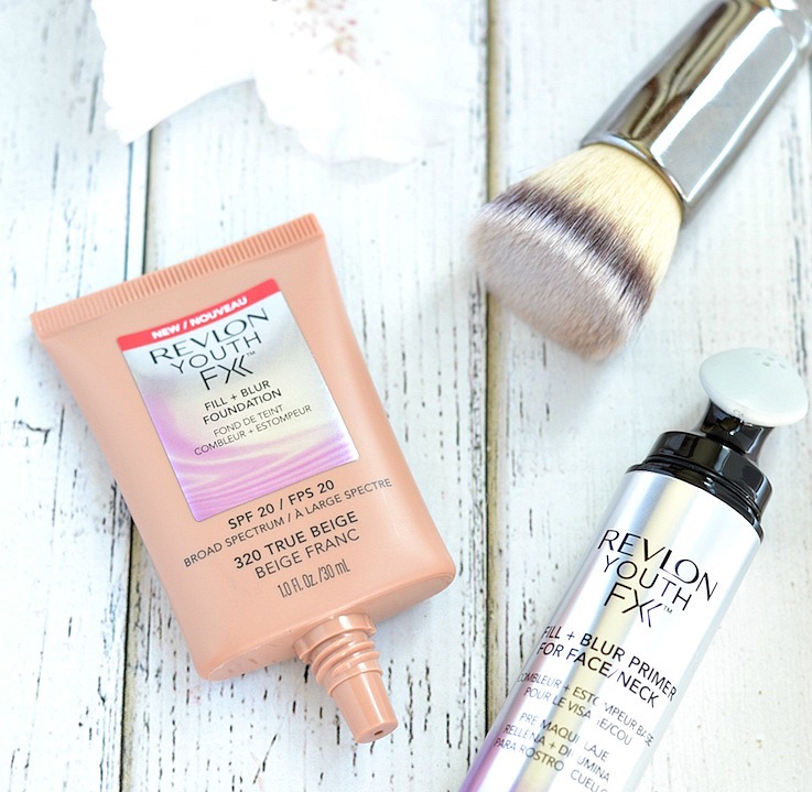 Does the new Revlon Youth FX Fill + Blur Foundation really erase the appearance of dark spots, pores and hyper pigmentation? Click through to find all the details and swatches!