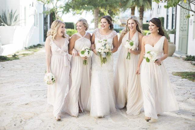 Bride and her bridesmaids | Leslie Hollingsworth Photography