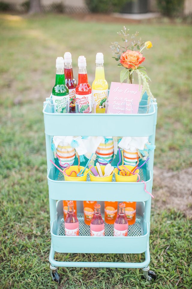 Snow cone station for a summer wedding | Nicole Chatham Photography