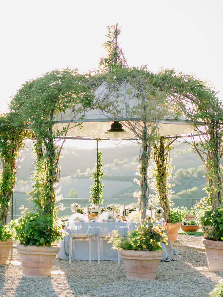 romantic garden wedding receptions - photo by Facibeni Fotografia http://ruffledblog.com/golden-sunset-wedding-inspiration-overlooking-tuscan-hills