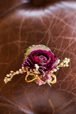 Fall wedding boutonnière | Sweet Roots Photography