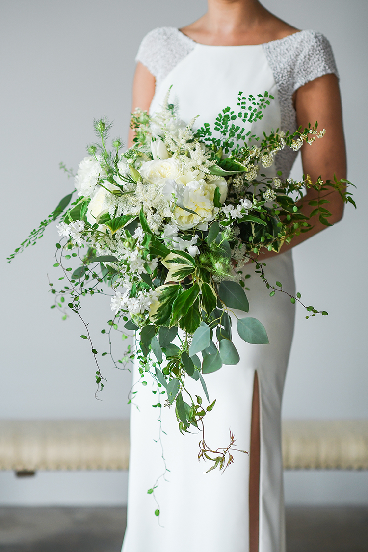 organic ivory and greenery bouquets - photo by Kate Noelle Photography http://ruffledblog.com/chic-wedding-ideas-inspired-by-partly-cloudy-skies