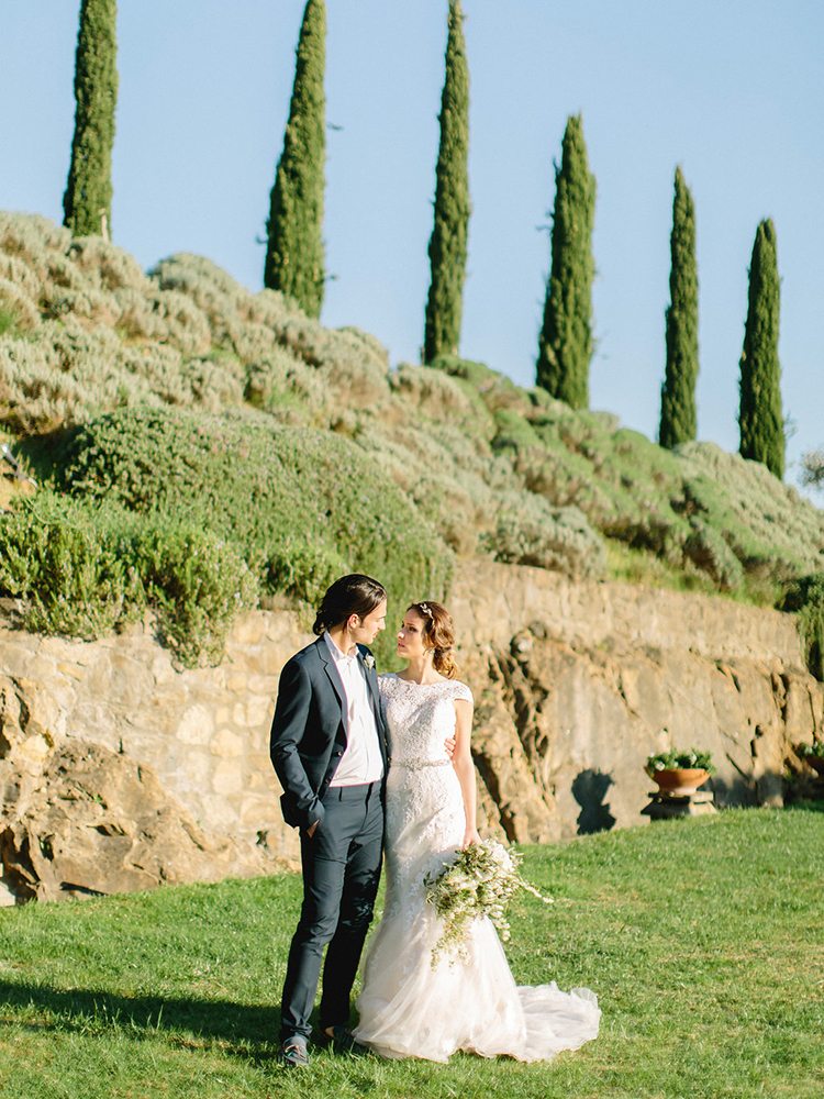 Tuscan weddings - photo by Facibeni Fotografia http://ruffledblog.com/golden-sunset-wedding-inspiration-overlooking-tuscan-hills