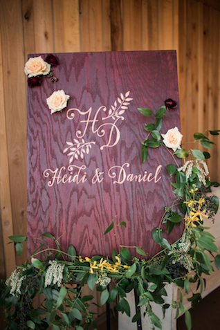 Wedding welcome sign | Sweet Roots Photography
