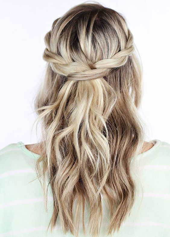 a half updo with twists and loose waves down is ideal for hot and humid weather
