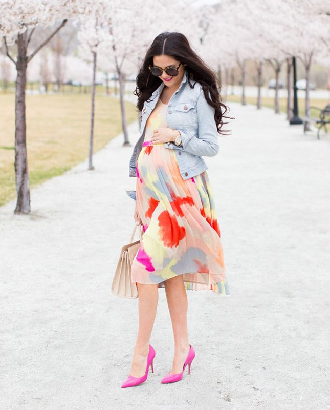 colorful abstract print knee dress, pink shoes and a denim jacket for a girlish look