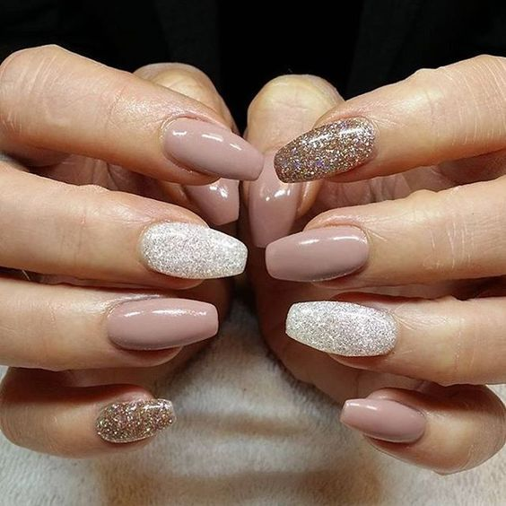 dusty pink nails and white and gold glitter accent ones for a party feel
