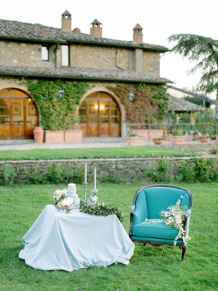 romantic dessert tables - photo by Facibeni Fotografia http://ruffledblog.com/golden-sunset-wedding-inspiration-overlooking-tuscan-hills