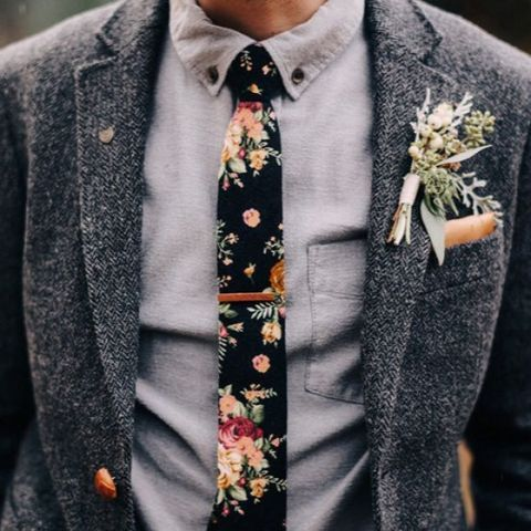 a grey tweed suit with a grey shirt and a black floral tie for a boho look