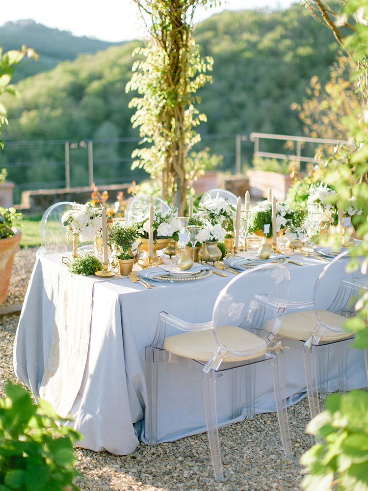 romantic blue and gold garden weddings - photo by Facibeni Fotografia http://ruffledblog.com/golden-sunset-wedding-inspiration-overlooking-tuscan-hills