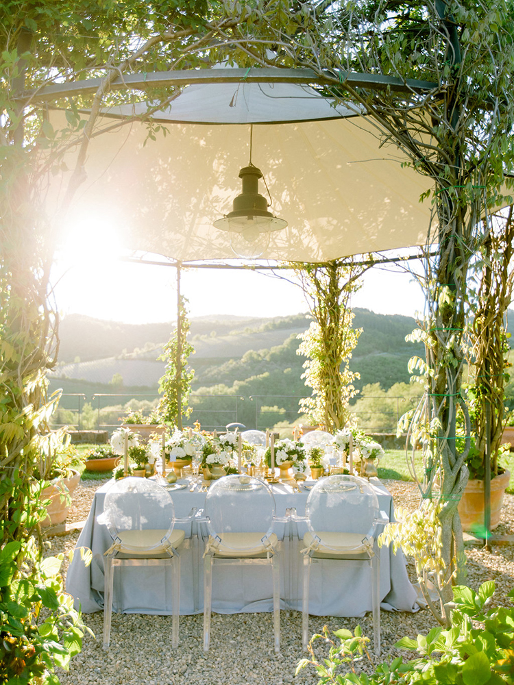 sunset wedding inspiration in Tuscany - photo by Facibeni Fotografia http://ruffledblog.com/golden-sunset-wedding-inspiration-overlooking-tuscan-hills