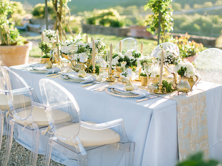 blue wedding tables - photo by Facibeni Fotografia http://ruffledblog.com/golden-sunset-wedding-inspiration-overlooking-tuscan-hills